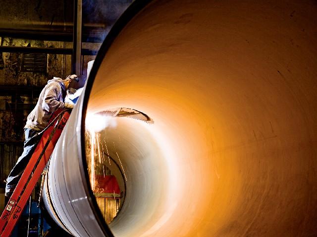lincolns-welder-on-ladder-640